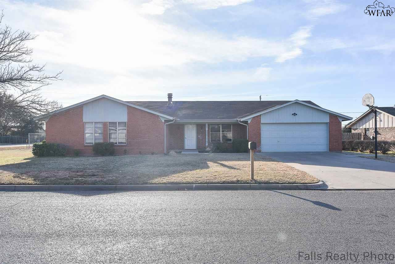 1001 PAWHUSKA LANE, Burkburnett, TX 76354