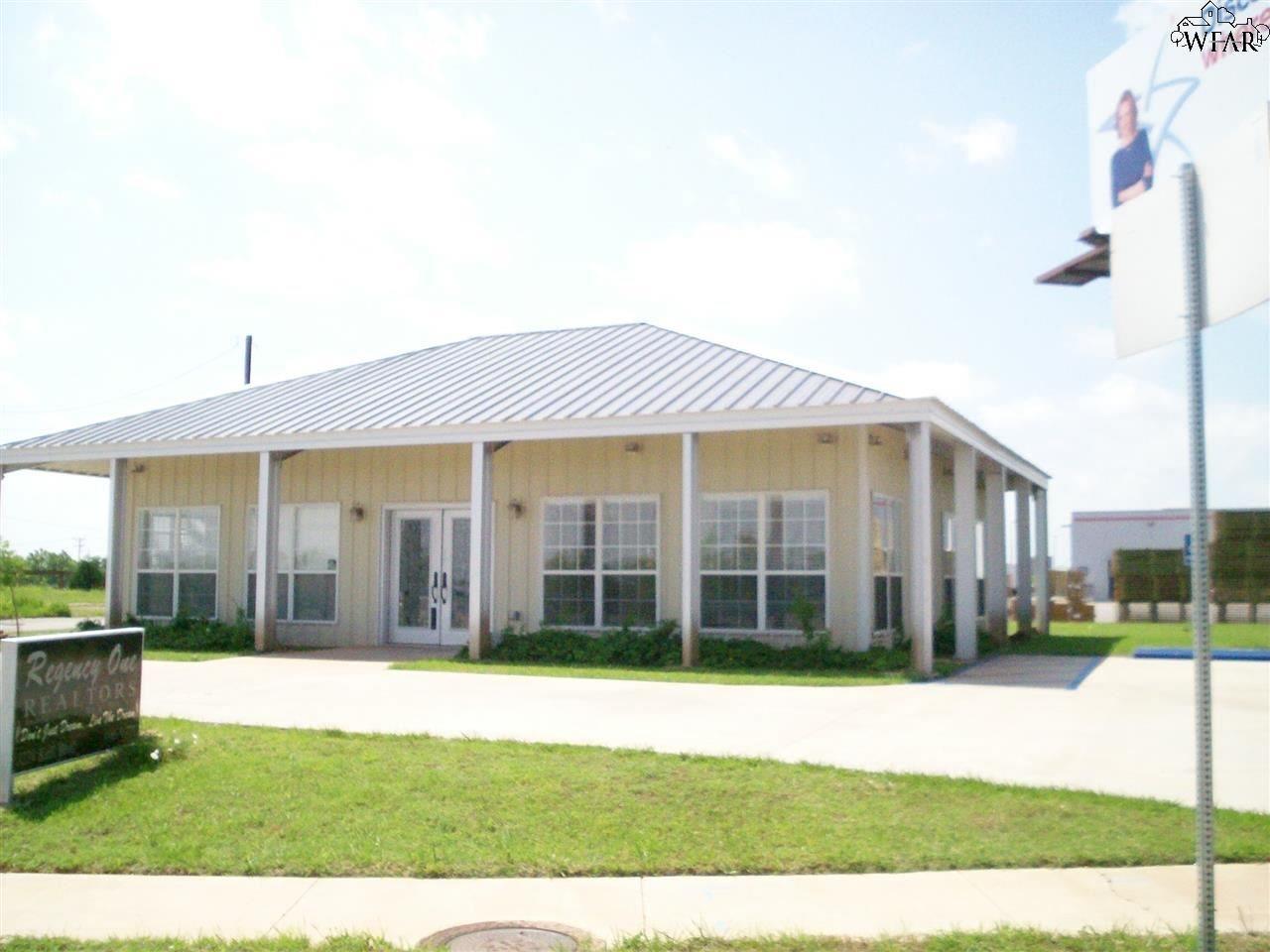3239 KELL BOULEVARD, Wichita Falls, TX 76308