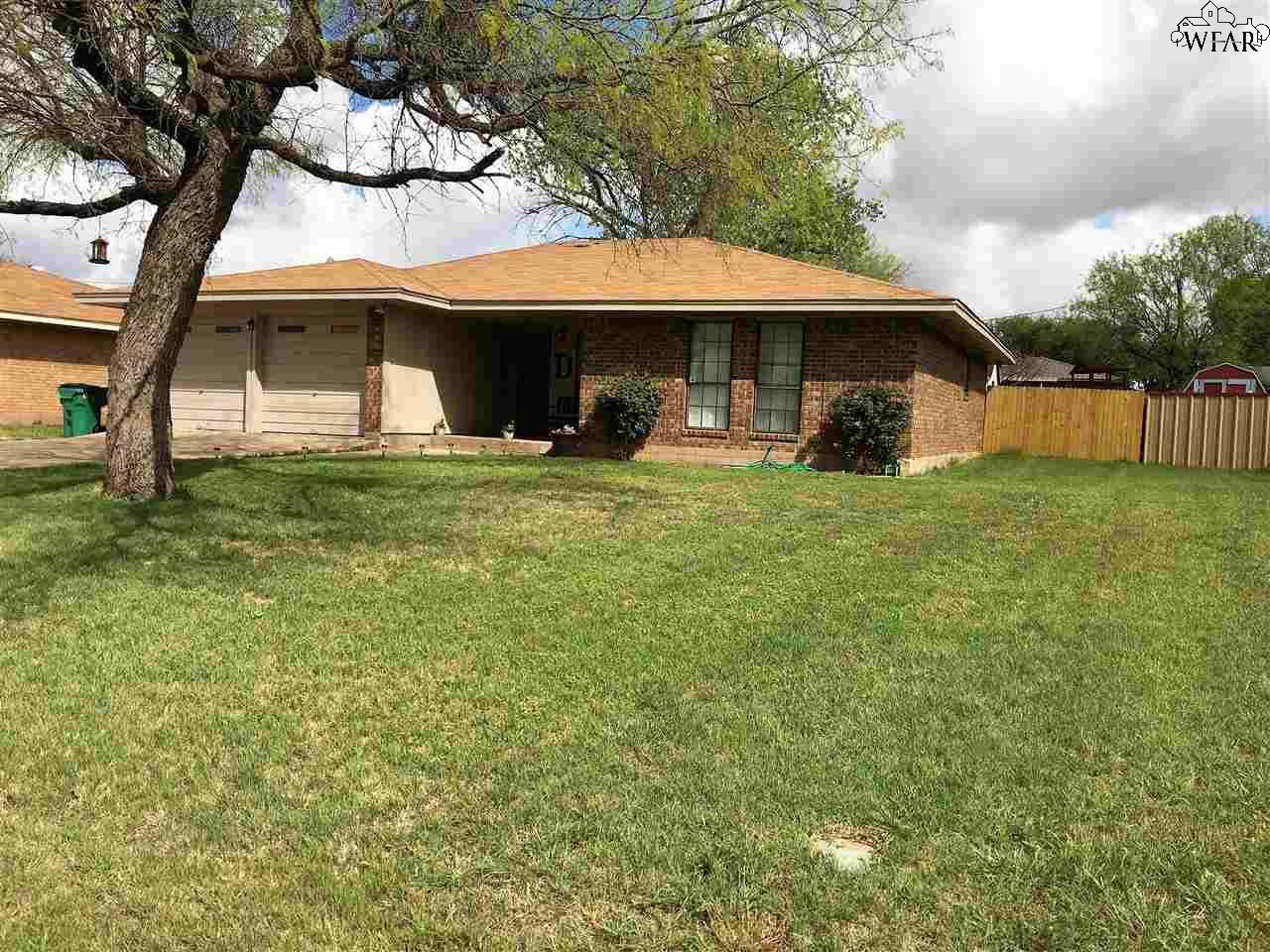 702 W CLARA AVENUE, Iowa Park, TX 76367