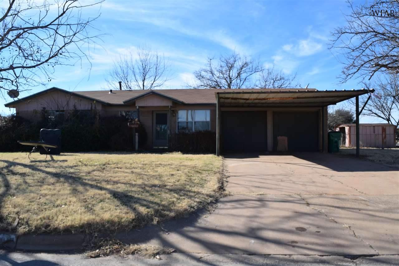 1012 N 4TH STREET, Iowa Park, TX 76367