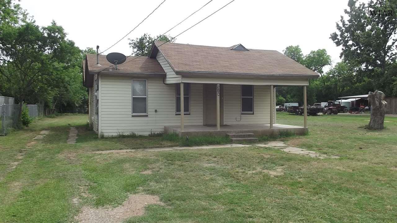 518 W THIRD STREET, Burkburnett, TX 76354