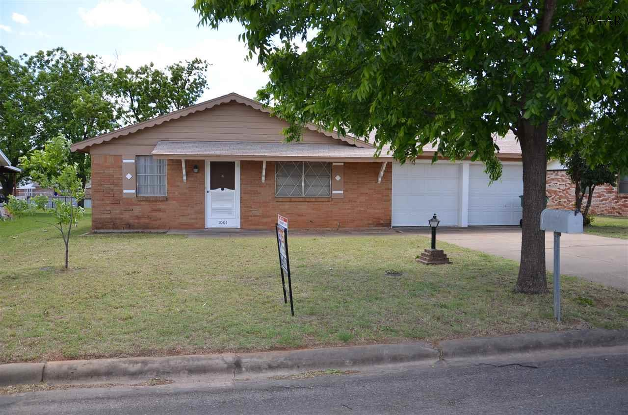 1001 LINCOLN DRIVE, Iowa Park, TX 76367