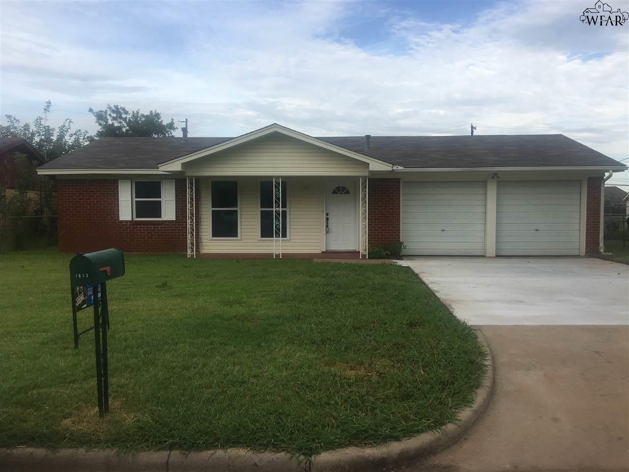 1013 VAN HORN STREET, Iowa Park, TX 76367