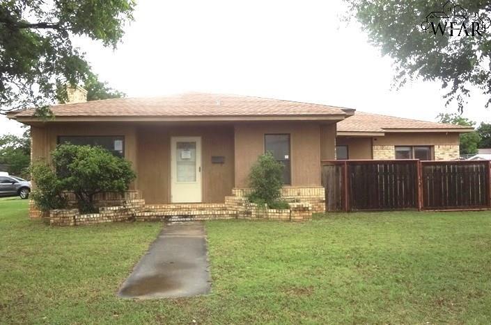 302 E IKARD STREET, Henrietta, TX 76365
