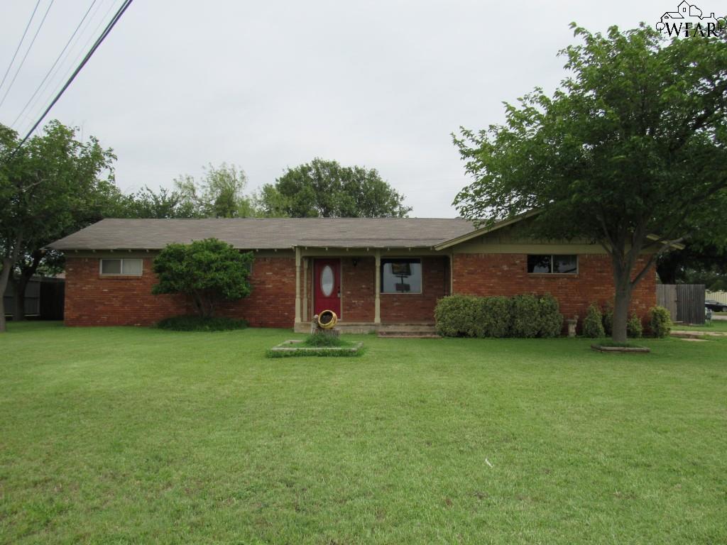 800 W ALAMEDA STREET, Iowa Park, TX 76367