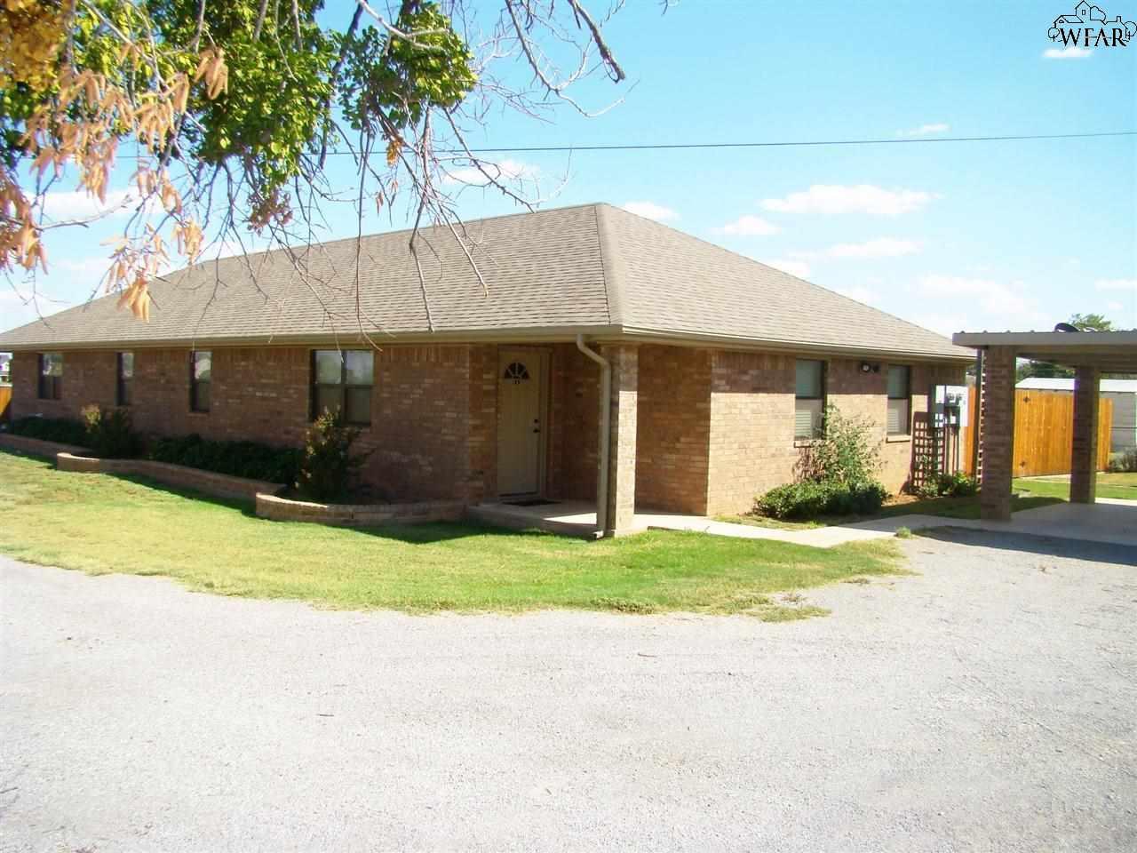 1201 N PACIFIC AVENUE, Iowa Park, TX 76367