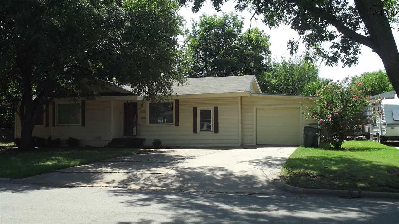 302 S WIGHAM STREET, Burkburnett, TX 76354