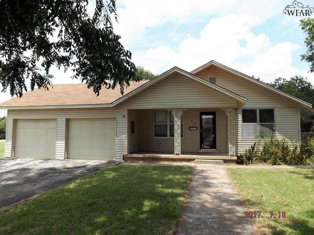 916 W IKARD STREET, Henrietta, TX 76365