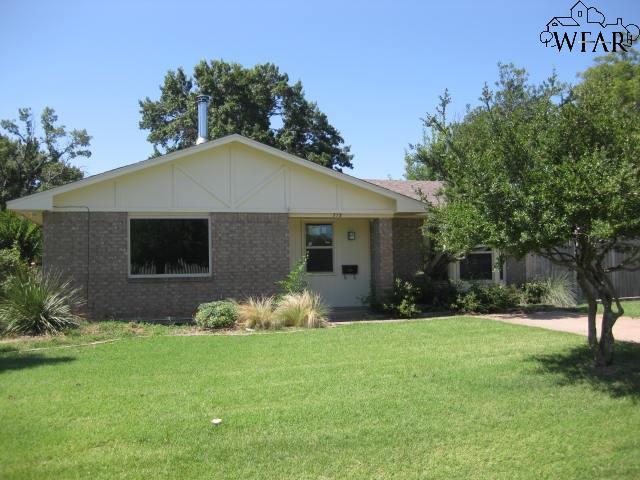 713 E SPRING STREET, Henrietta, TX 76365