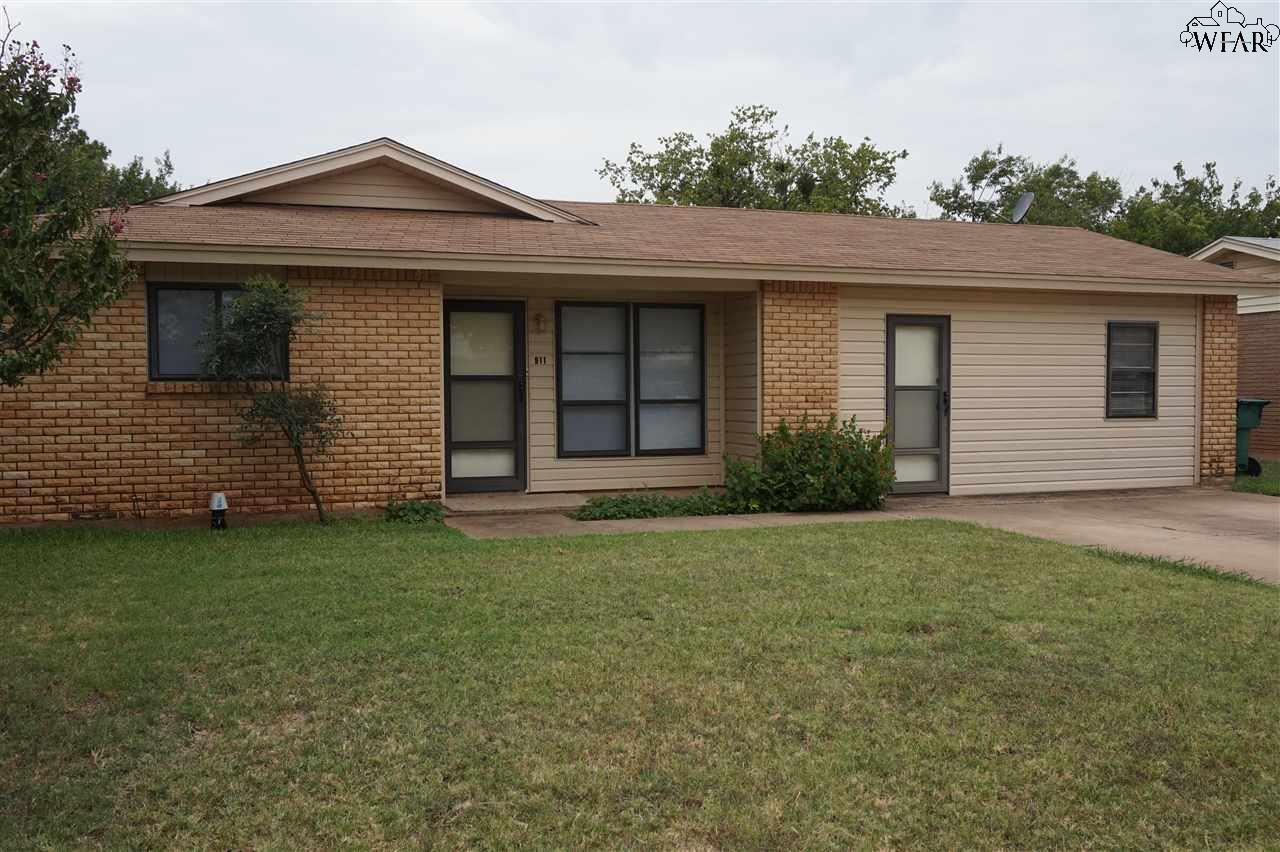 911 W LOUISA AVENUE, Iowa Park, TX 76367