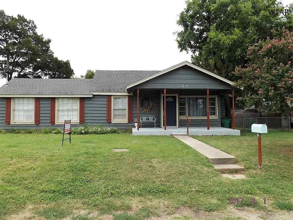 1211 E SPRING STREET, Henrietta, TX 76365
