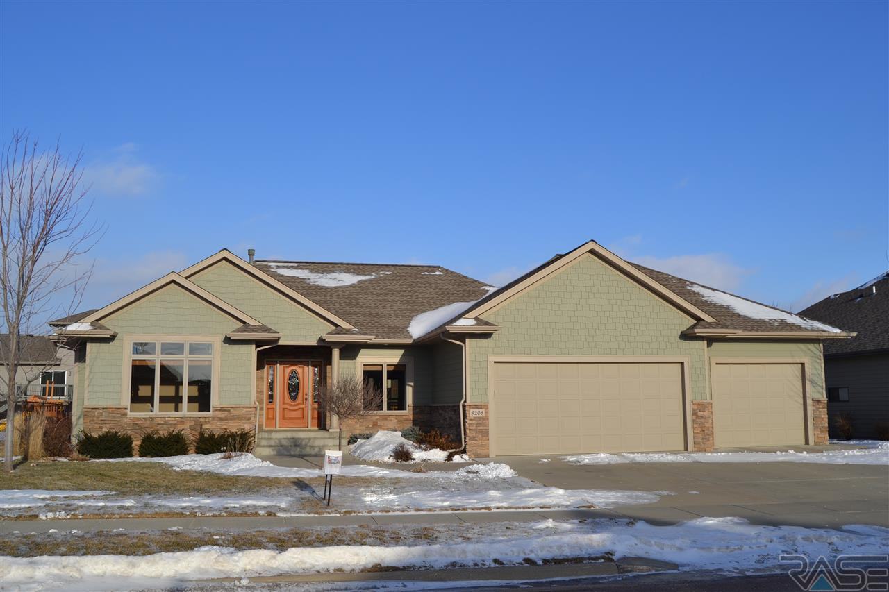 8208 S Grass Creek Dr, Sioux Falls, SD 57108