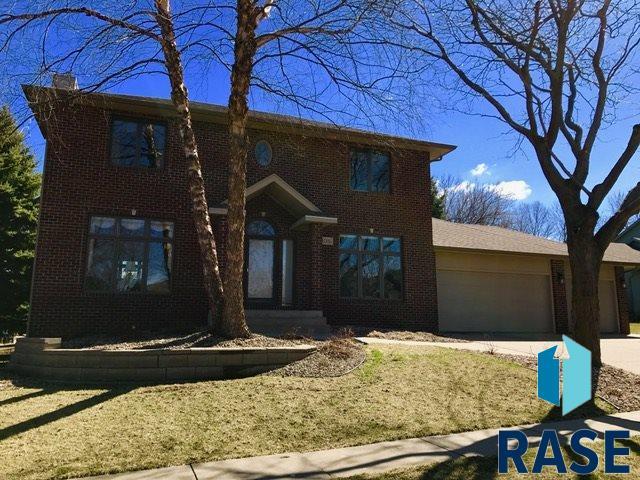 1016 N Breckenridge Cir, Sioux Falls, SD 57110