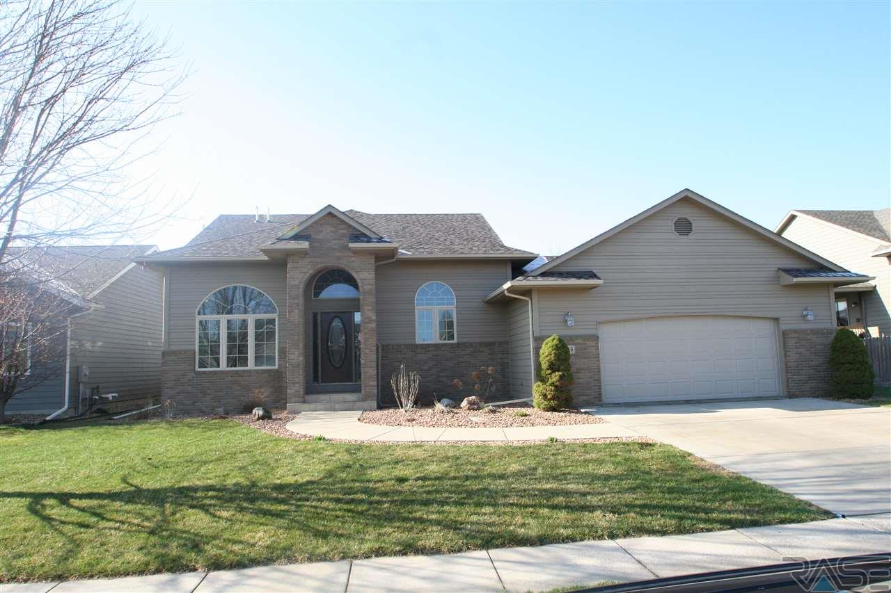 3105 W Rose Crest Dr, Sioux Falls, SD 57108