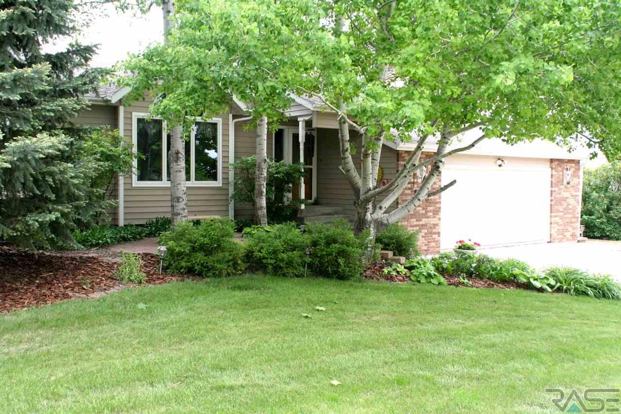 604 Fairway Dr, Dell Rapids, SD 57022