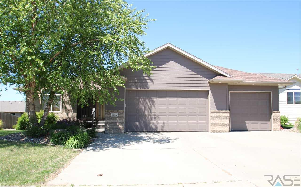 7512 W Stoney Creek St, Sioux Falls, SD 57106