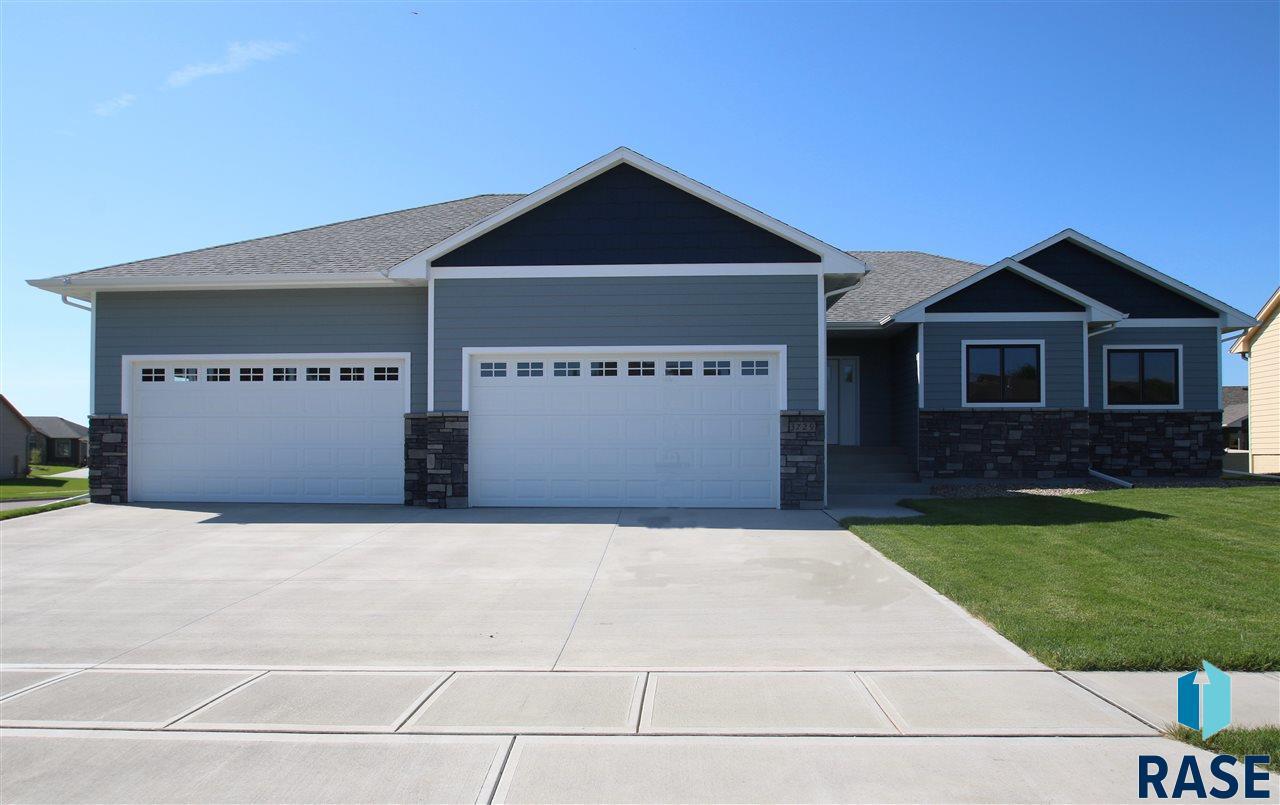 3729 E Steeple St, Sioux Falls, SD 57103