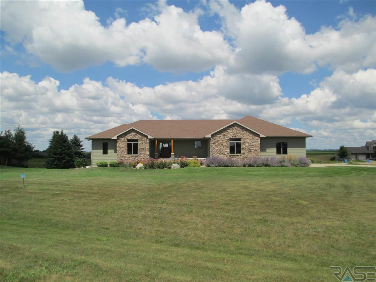 27089 Spring View Ct, Harrisburg, SD 57032