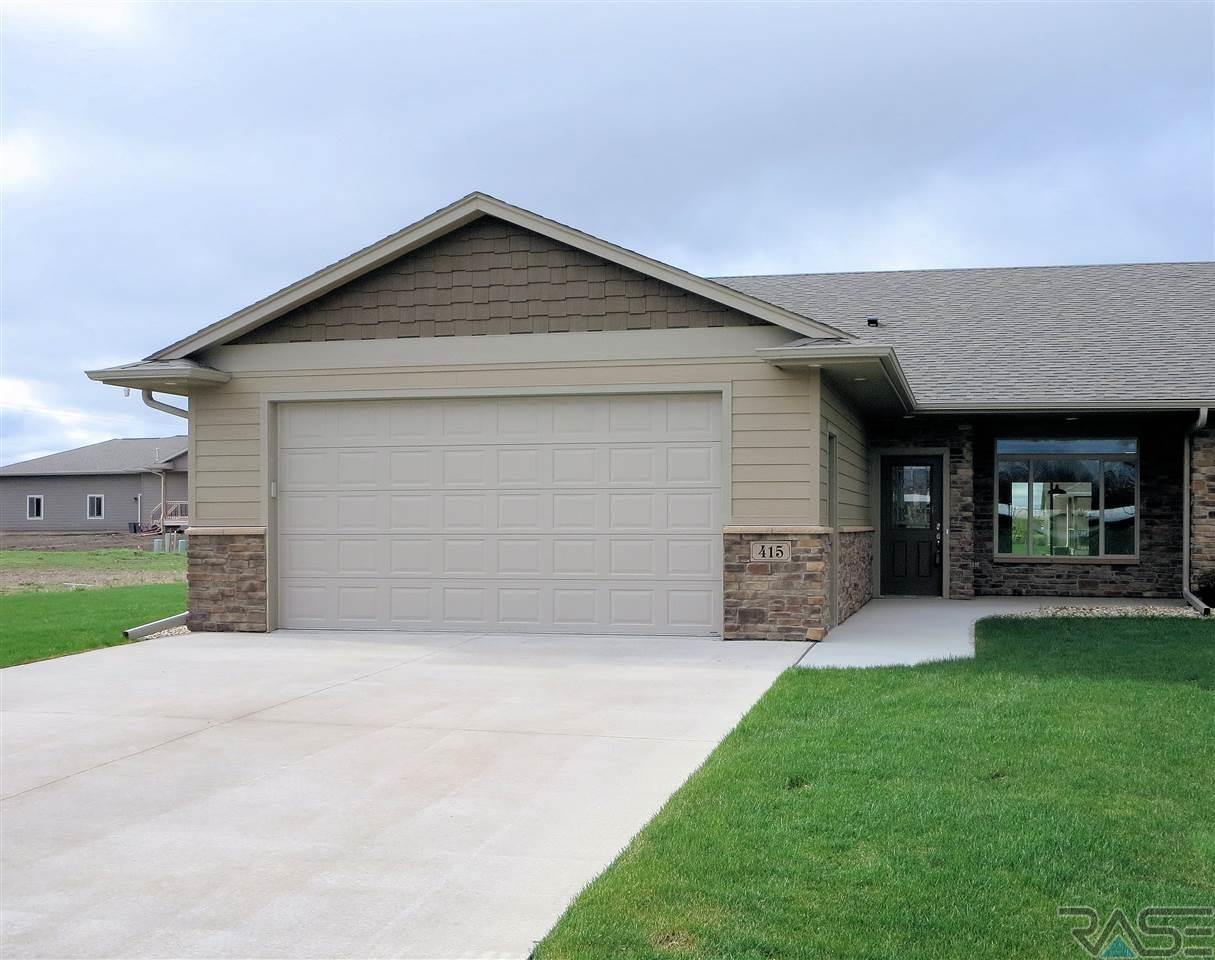 415 E Meadows Cir, Lennox, SD 57039