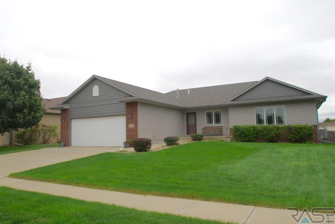 3233 S Newcastle Ct, Sioux Falls, SD 57110