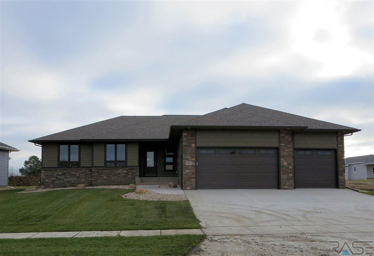 7912 S Pinewood Ave, Sioux Falls, SD 57108