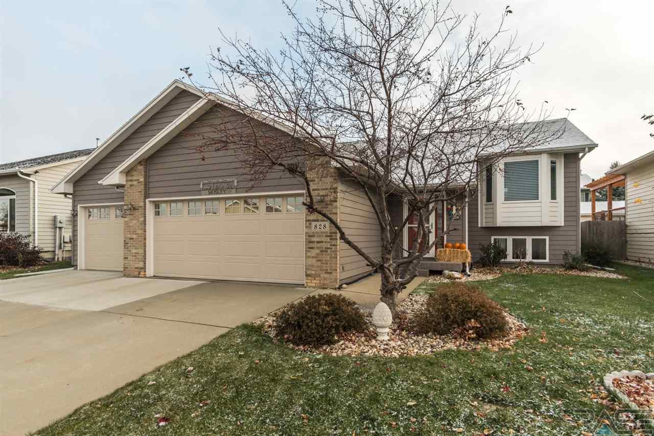828 S Tayberry Ave, Sioux Falls, SD 57106