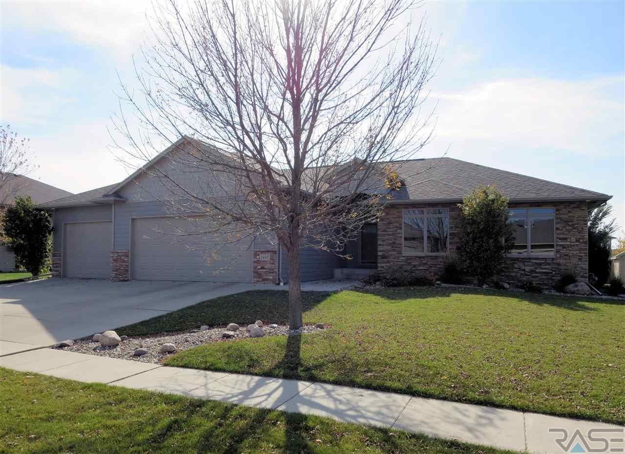 7405 S Moor Cross Dr, Sioux Falls, SD 57108