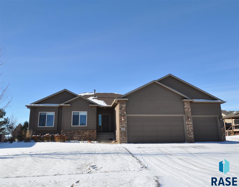 8205 S Copper Ridge Rd, Sioux Falls, SD 57108