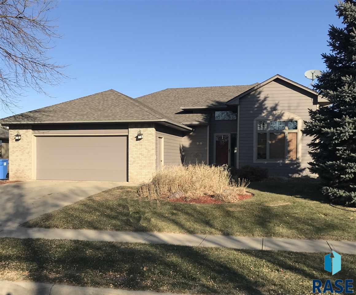 916 E 61st St, Sioux Falls, SD 57108