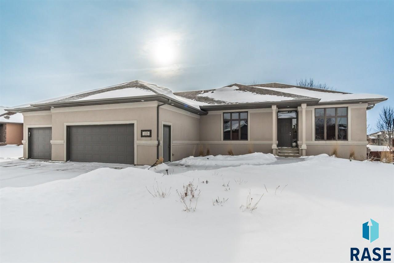 1005 W LaQuinta St, Sioux Falls, SD 57108