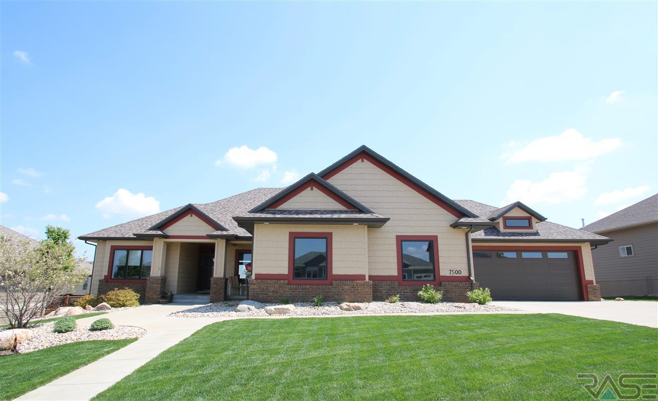 7500 S Chatworth Cir, Sioux Falls, SD 57108