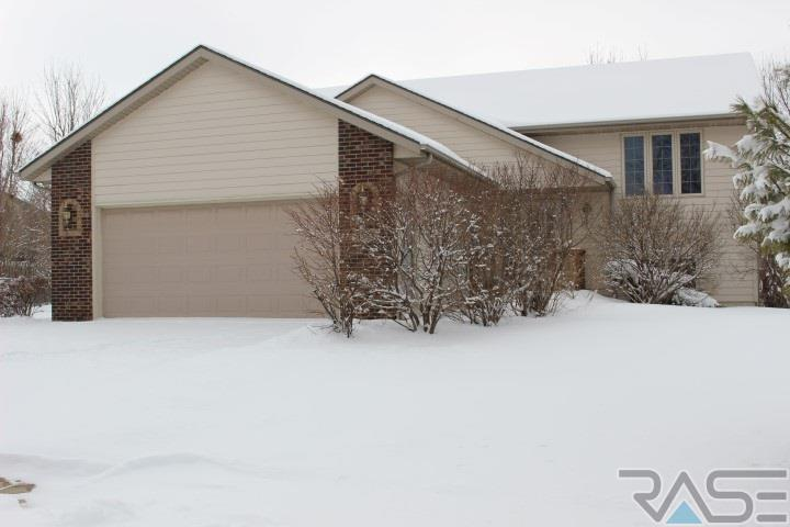 5609 S Sandra Dr, Sioux Falls, SD 57108