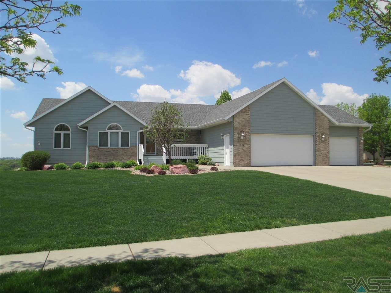 201 S Country Club Ave, Brandon, SD 57005