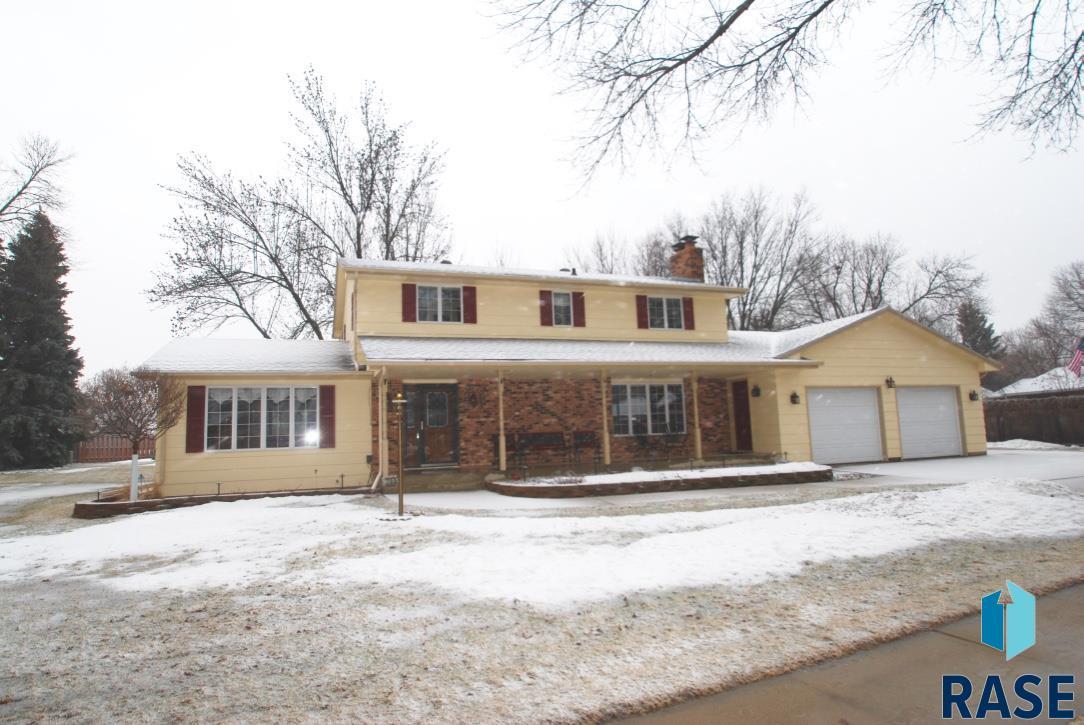705 E Sunnybrook Dr, Sioux Falls, SD 57105
