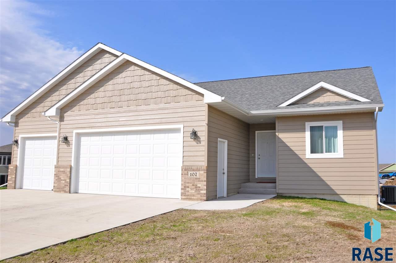 107 Dakota Cir, Valley Springs, SD 57068