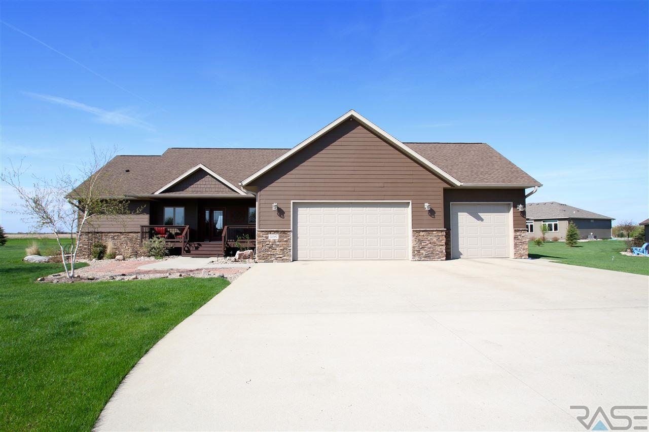 27097 Trail Ridge Ct, Harrisburg, SD 57032