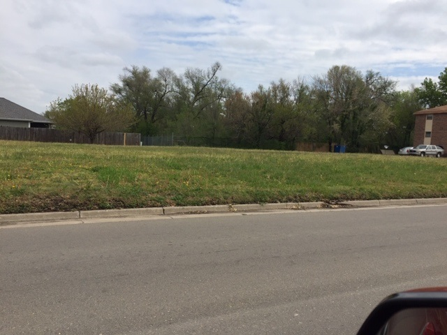 4 level lots to build single family homes or an apartment complex.
