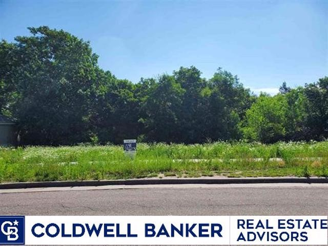 Great West side Manhattan building site with low taxes. Lot is perfect for a walk out basement with a privacy in back. A lot of mature trees and peaceful setting await. Seller is motivated to sell so bring us an offer!
