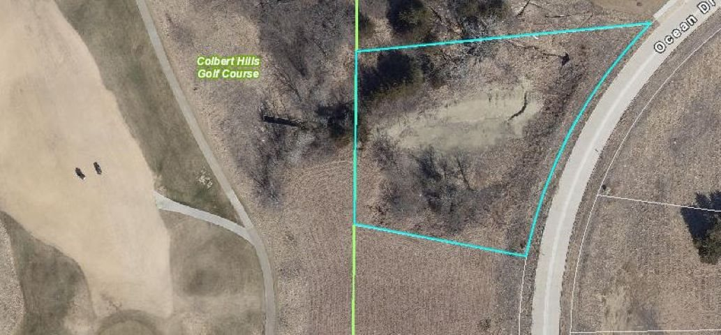 Build your dream home on this large .95 acre lot!  This walk-out lot backs up to the golf course and is also in the Manhattan school district.  Call Lori today for details- 785.236.0164
