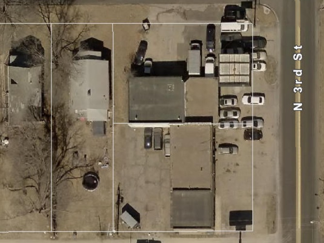 FANTASTIC LOCATION, GREAT EXPOSURE, Approx 1/2 ac of C5 commercial zoned property with opportunity to add another 1/2 acre,  just off Tuttle Creek Blvd.  Call 7853177713 for more information,  Includes 3 lots, 913 /917  N 3rd & 309 Kearney which can be seperated out if buyer does not want all.  all zoned commercial. zoned C-5, current traffic counts on Tuttle Creek Blvd are 24,000 cars per day.  Building cocntains 2 auto bays with pits, a former gas station with pumps removed,  tanks still in ground and were approved at last inspection according to past owner in case new owner wants to revive.