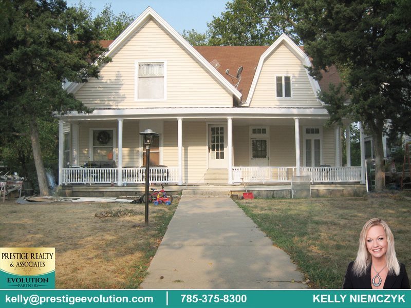 Looking to start or expand your rental property portfolio? Here's a great rental property with good cash flow! 5, 1 bedroom units with a great rental history in a great neighborhood. All units are rented and tenants pay their own electricity/owner pays gas, trash, and water. Call Kelly Niemczyk at 785-375-8300 to schedule a showing!
