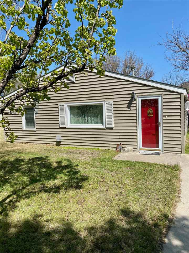 Cute little country home sitting on over 1 acre lot, with a whole lot of charm. One owner home that has been well maintained and has had updates. There is an outbuilding on the property and a shed. Great home that is move in ready but can also be added on to. Come check this out today. Call Anushka Karote- 785-340-2275
