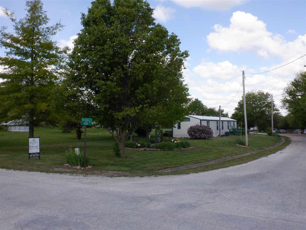 Take a look at this well kept exceptionally clean mobile home sitting on almost an acre of real property in small town Wheaton Kansas. This is an ideal opportunity to buy now and build later, as well as this property would make a fantastic yet economic rental!
