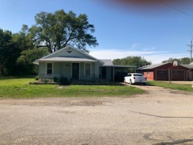 Well maintained 3 bed, 1 bath home. Newer duct work, A/C, Furnace and Roof. For more information or to schedule a personal tour contact Kelly Niemczyk with Prestige Realty & Associates at 785-375-8300