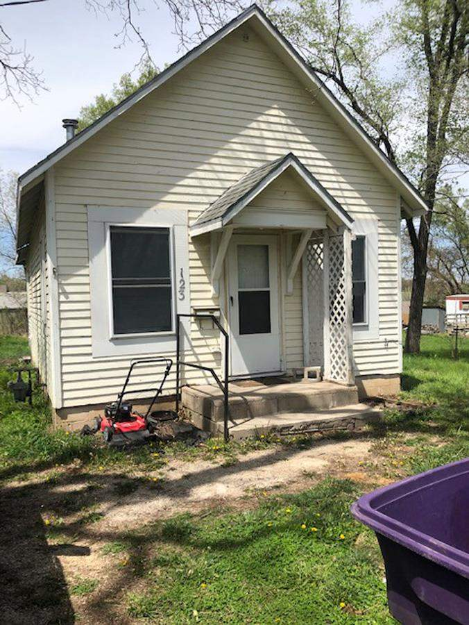 Adorable 1 bed, 1 bath home. Great starter home or investment property. For more information or to schedule a personal tour contact Kelly Niemczyk with Prestige Realty & Associates at 785-375-8300.
