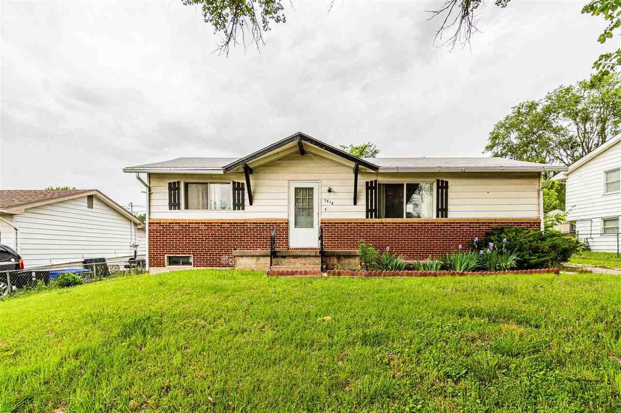 This 3 bed 1 bath investment property is full of potential. For your personal showing call or text Kyla Shoemake with NextHome Unlimited at 913.230.4173.