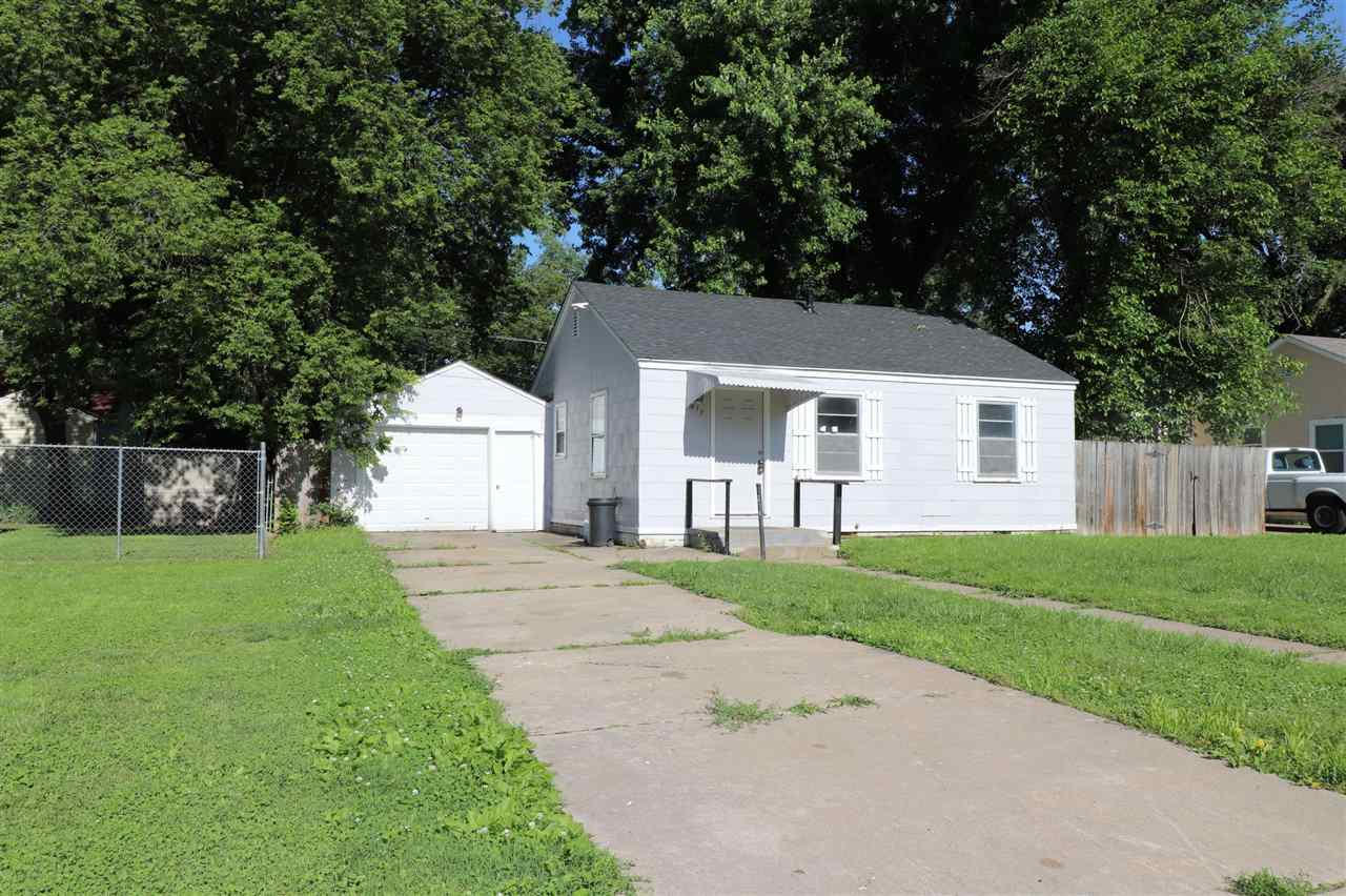 Great starter home or rental opportunity! Home has newer roof (replaced in 2018) and tankless water heater is less than a year old! Newer carpet and interior paint. Home also has fenced yard and one car attached garage. Stove and refrigerator stay. Easy commute to post from this location. This home offers a great deal for a very low monthly payment!