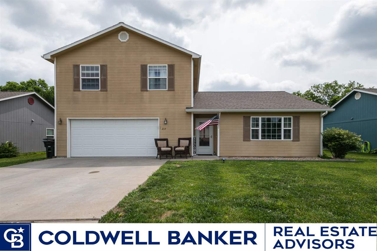 Cute 3 bedroom, 2.5 bathroom home located minutes from Northfield Elementary and Eisenhower Middle School.  Northfield community pool is just a short walk to the West!  Come check out the updates, decor, and great backyard with patio, and firepit in this Northeast Manhattan home!  Call Travis for a tour before this one is gone! 785-294-1128.  Showings start Saturday June 12th 9:30am and offers will be accepted until Monday evening at 7pm with a response by the Sellers by Noon Tuesday June 15th.