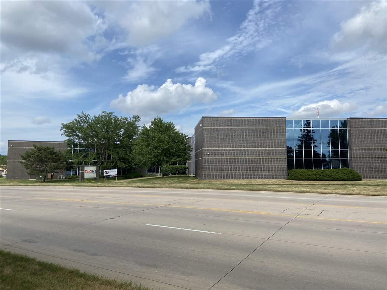 1425 60th St NE, Cedar Rapids, IA 52402