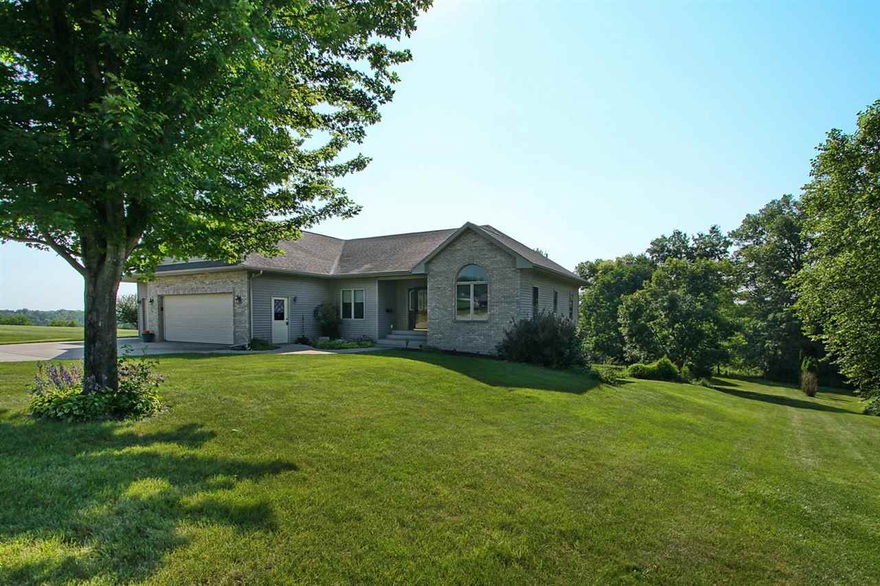 3121 East View Circle Dr, Riverside, IA 52327